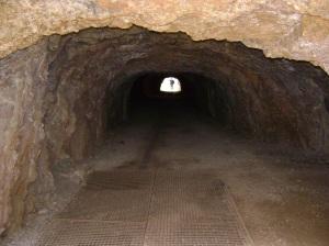túnel con 2 vías para pasar 2 carros